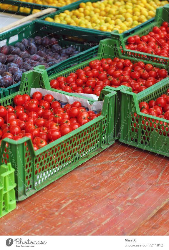 Gelb Lila Rot Grün Farbe Gesundheit Frucht Lebensmittel frisch Ernährung süß Gemüse lecker Bioprodukte Markt Kiste Tomate saftig Marktplatz