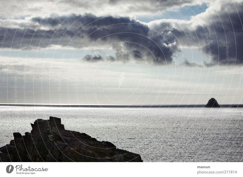Bretagne X, Blick auf Tas de Pois Natur Meer Ferien & Urlaub & Reisen Wolken Ferne Erholung dunkel Freiheit Berge u. Gebirge Landschaft Küste Horizont Felsen Insel Tourismus frisch