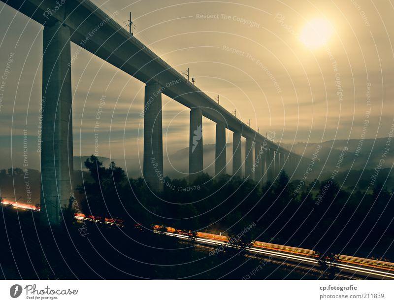 Nachtbrücke Fortschritt Zukunft Himmel Nachthimmel Mond Vollmond Sommer Nebel Brücke Verkehr Verkehrswege Straßenverkehr Fahrzeug Schienenverkehr ästhetisch