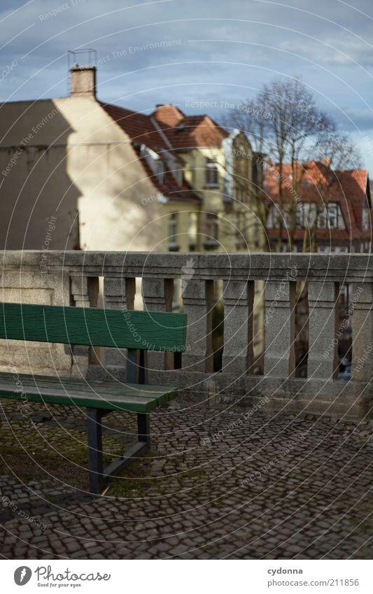 Bank Stadt Winter Haus ruhig Leben kalt Architektur Zeit trist Pause Aussicht Geländer Idee Pflastersteine stagnierend