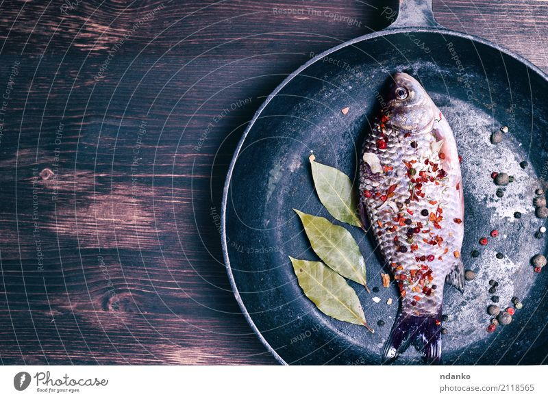Karpfen Natur grün Blatt natürlich Holz braun oben frisch Tisch Fisch Kräuter & Gewürze Küche lecker Top roh Zutaten