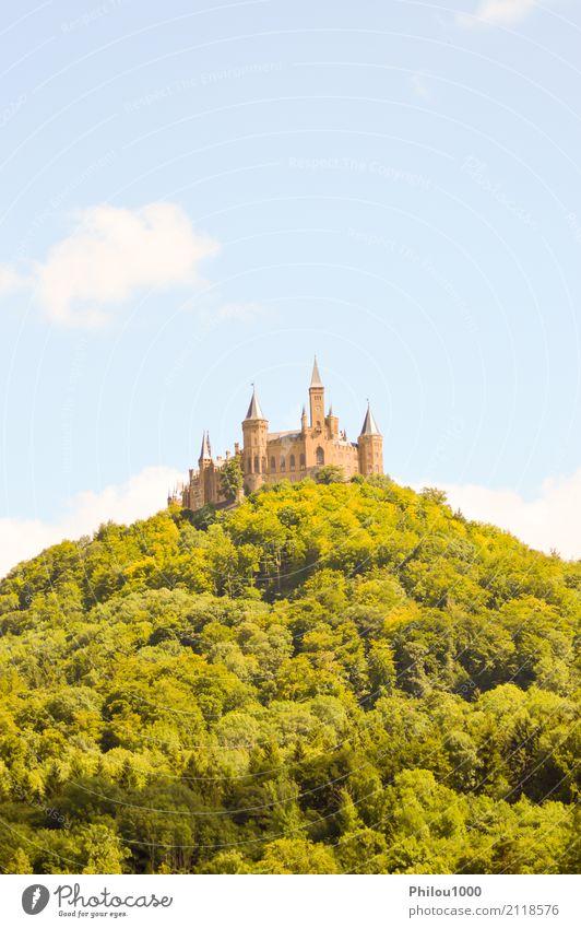 Blick auf die Burg Hohenzollern Ferien & Urlaub & Reisen Sommer Berge u. Gebirge Haus Kultur Natur Landschaft Himmel Wolken Felsen Stadt Kirche Palast