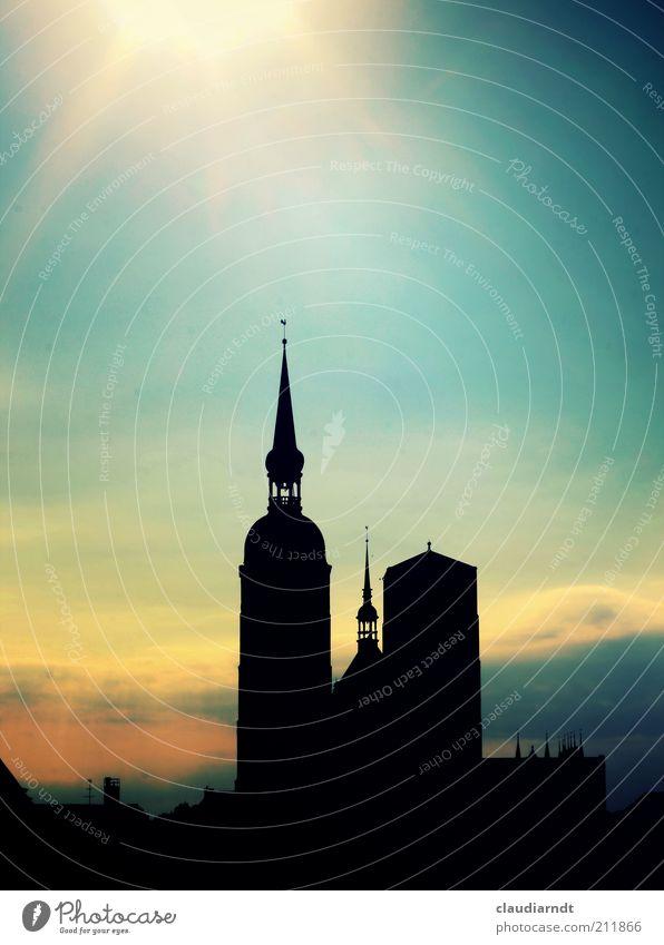 Skyline Himmel Stralsund Stadt Altstadt Kirche Turm Bauwerk Dach Sehenswürdigkeit schön Kirchturm Kirchturmspitze Abenddämmerung Haus Retro-Farben Hansestadt