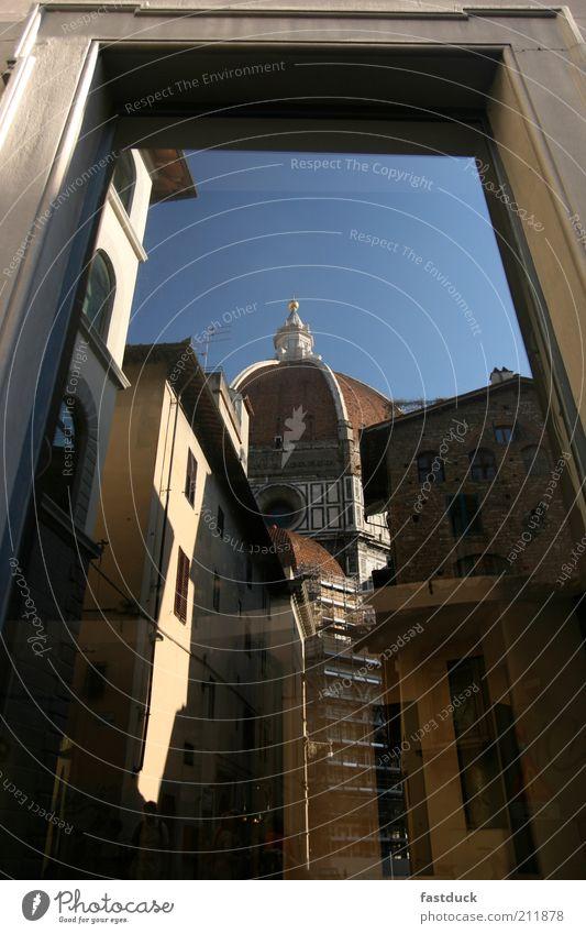 Apsiden und Duomo Florenz blau gelb Fenster Gebäude Architektur Dom Blauer Himmel Kunstwerk Sehenswürdigkeit Altbau Altstadt Stadt Fensterrahmen