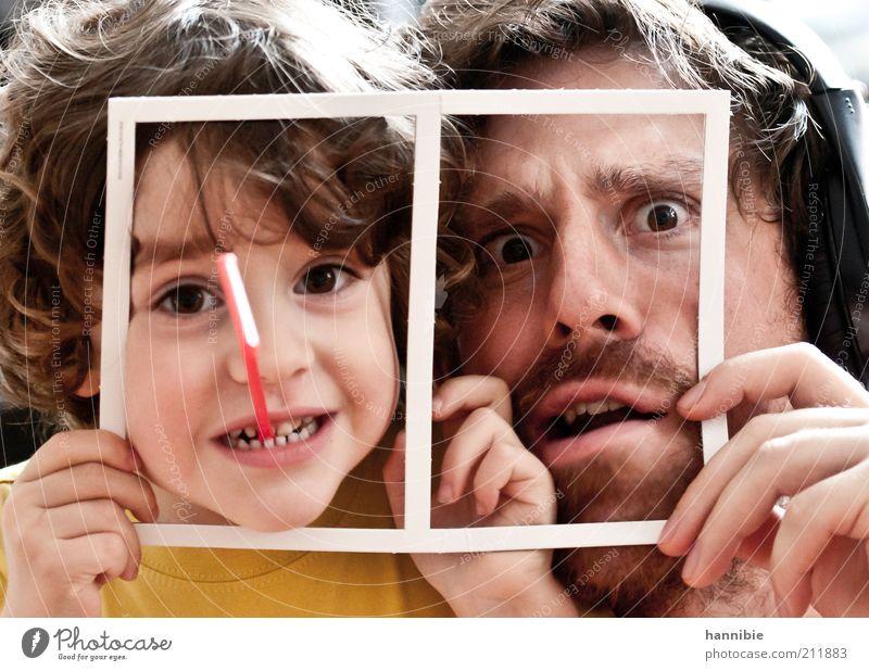framed Freude maskulin Junge Mann Erwachsene 3-8 Jahre Kind Kindheit 30-45 Jahre Blick Spielen frech Fröhlichkeit lustig Neugier verrückt braun gelb weiß Leben