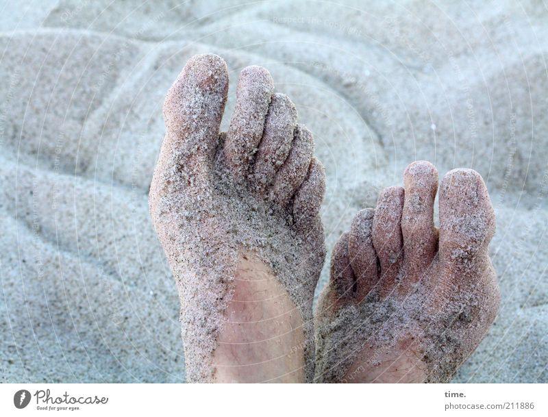 sandich salzich fischich glücklich Mensch blau Sommer Strand Erholung grau Sand Wärme Fuß Haut nass liegen Pause weich feucht Ostsee