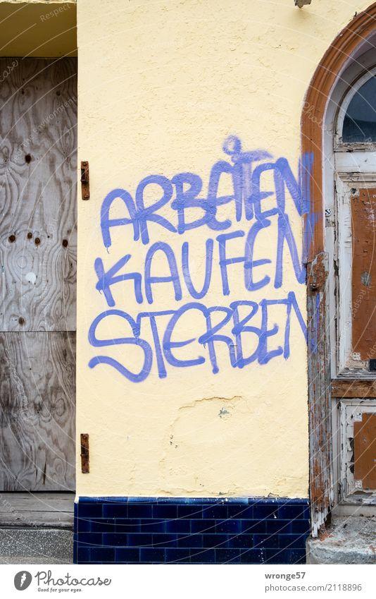 Greifswalder These Altstadt Menschenleer Schriftzeichen Graffiti rebellisch Stadt Verzweiflung Ärger kaufen Reichtum mehrfarbig Hausmauer sprechen