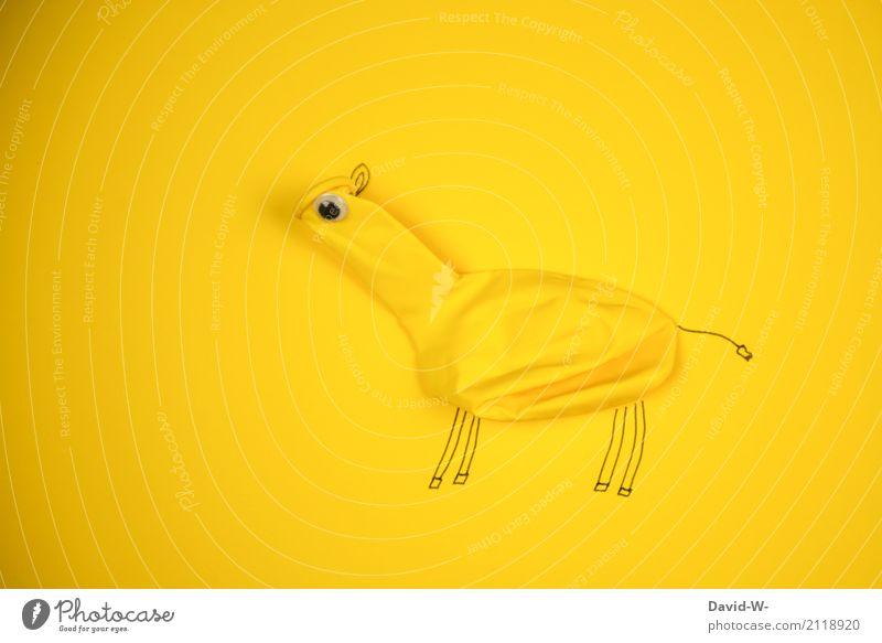 Lufttier II Tier Freude Umwelt gelb Kunst außergewöhnlich Kreativität beobachten niedlich Luftballon Lebewesen Kitsch Pferd tierisch Kindergarten Tiergesicht