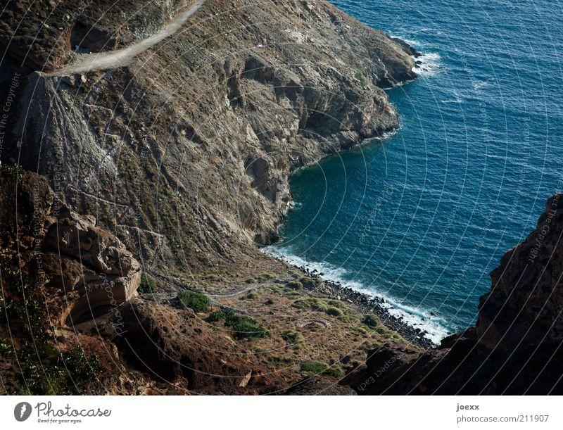 Wasserweg Natur Meer blau Strand Ferien & Urlaub & Reisen schwarz Berge u. Gebirge Stein Wege & Pfade braun Küste Wellen Straßenverkehr Felsen trist