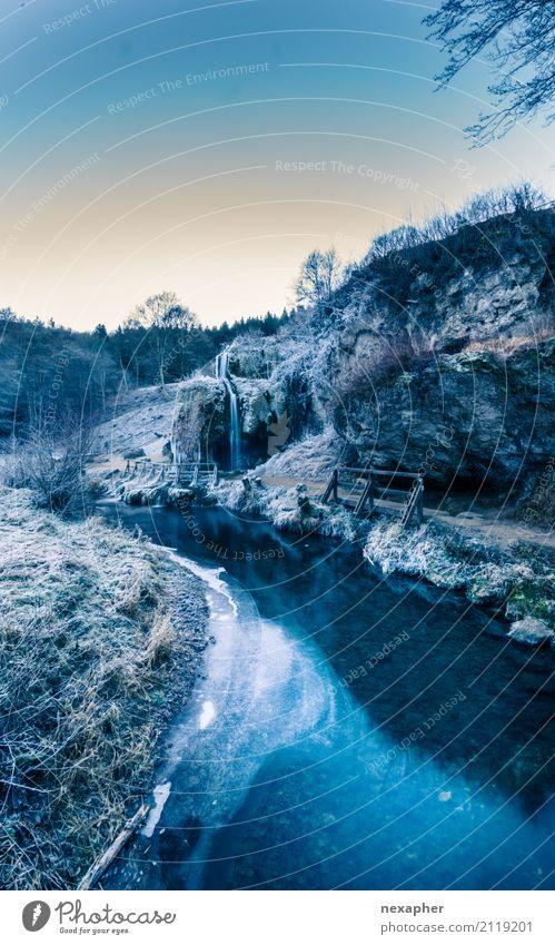 Eislandschaft Ausflug Abenteuer Winter Winterurlaub wandern Umwelt Natur Landschaft Himmel Flussufer beobachten entdecken Erholung frieren kalt blau Coolness