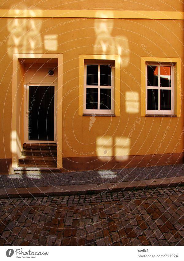 Blendwerk Haus Straße Fenster Wand Stein Farbstoff Mauer hell orange Deutschland Tür Glas Fassade Treppe leuchten Kunststoff