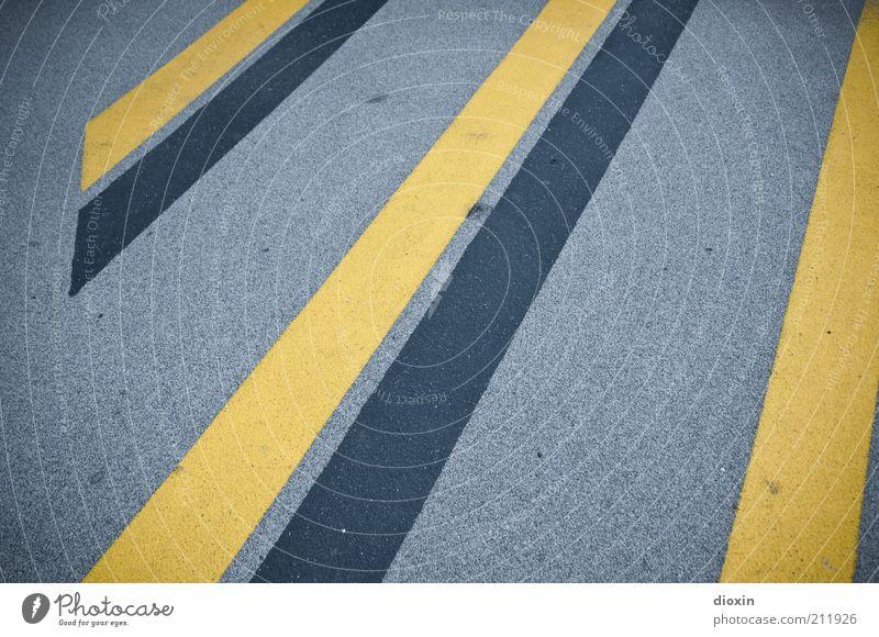 no stars, just stripes schwarz gelb Straße grau Linie Schilder & Markierungen Asphalt Streifen Straßenbelag Warnhinweis liniert Markierungslinie