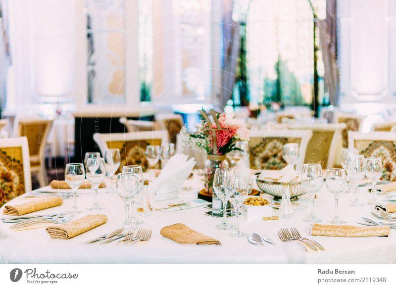 Schöne eingerichtete Hochzeit Restaurant Tischdekoration Farbe schön weiß Speise Essen Lifestyle Gefühle Stil Lebensmittel Party Feste & Feiern Design Raum