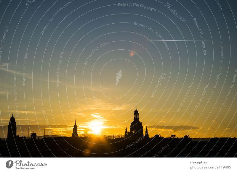 Silhouette Frauenkirche und Dresden Kultur Himmel Sonne Sonnenaufgang Sonnenuntergang Sonnenlicht Schönes Wetter Stadtzentrum Kirche Dom Sehenswürdigkeit