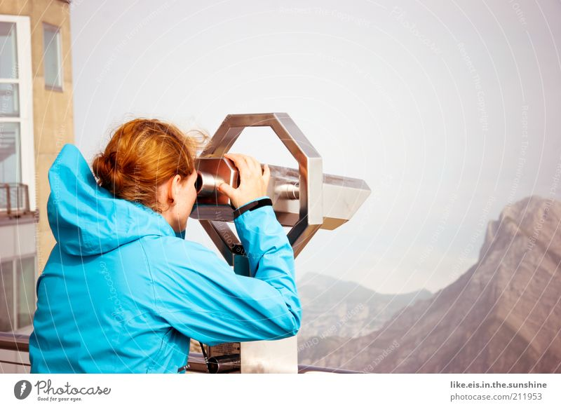 Ich sehe was was du nicht siehst! Mensch Frau Natur Jugendliche Ferien & Urlaub & Reisen Sommer Erwachsene Ferne Umwelt Landschaft Berge u. Gebirge Freiheit