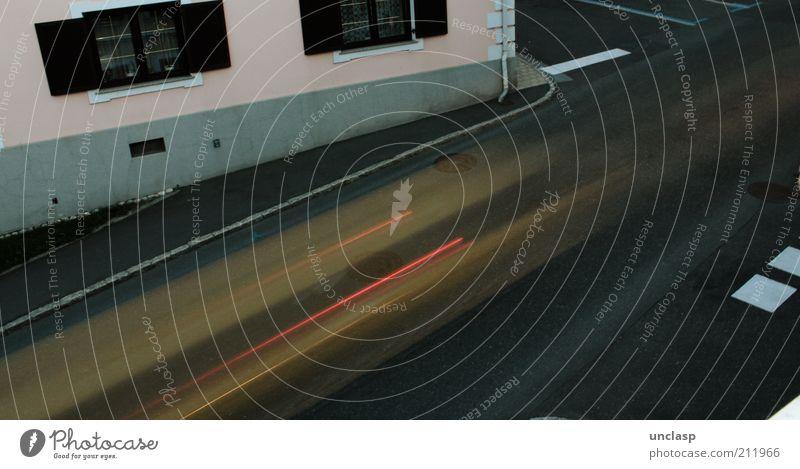 Speedcity Haus Straße Wand Mauer Gebäude Straßenverkehr Verkehr Geschwindigkeit Straßenkreuzung Verkehrsmittel Einfamilienhaus Licht Straßenecke