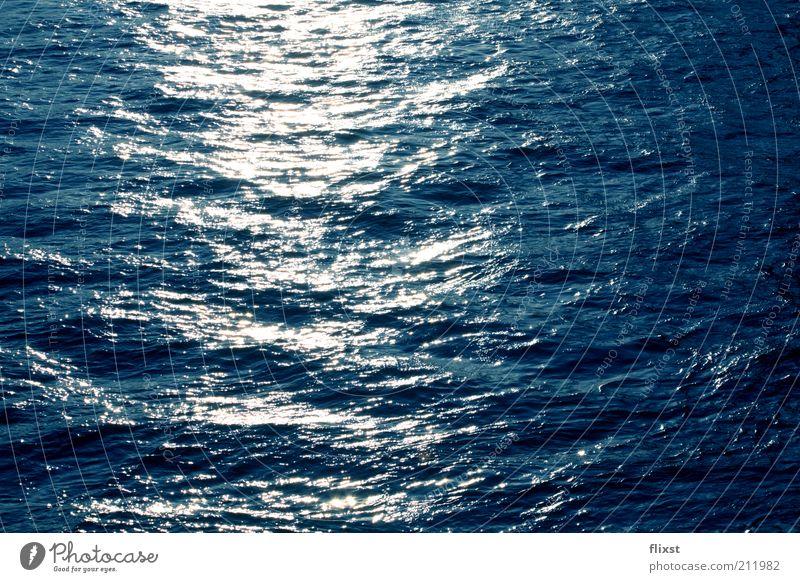 blaues Rauschen Wasser Sommer Schönes Wetter Fluss Sonnenlicht Farbfoto Außenaufnahme Textfreiraum rechts Tag Reflexion & Spiegelung Gegenlicht