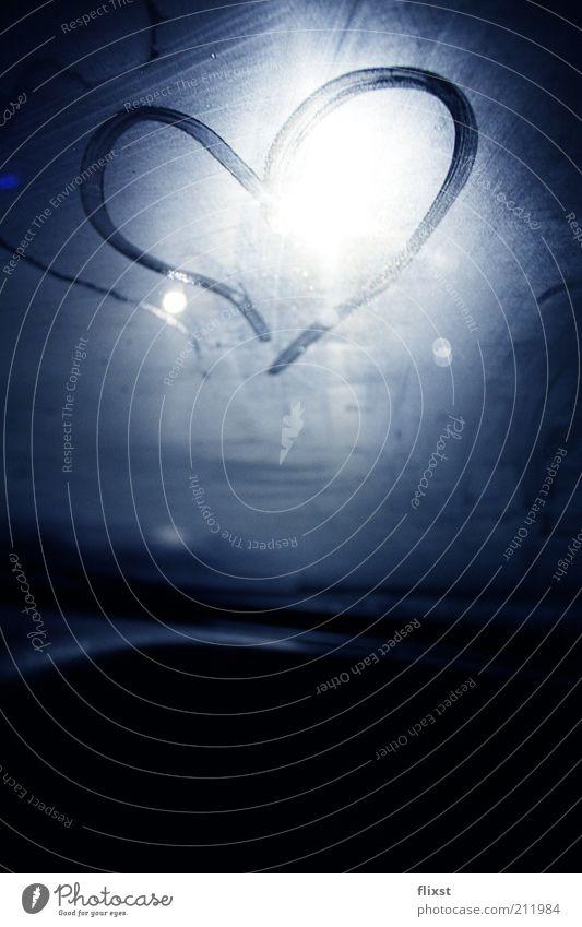 cold love blau Liebe Glas Sehnsucht malen Autofenster Lichtstrahl Windschutzscheibe beschlagen herzförmig Liebesbekundung Liebesgruß