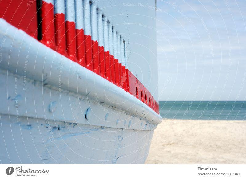 Die rote Linie. Ferien & Urlaub & Reisen Umwelt Natur Urelemente Sand Wasser Himmel schlechtes Wetter Nordsee Schifffahrt Fischerboot Holz Metall liegen warten