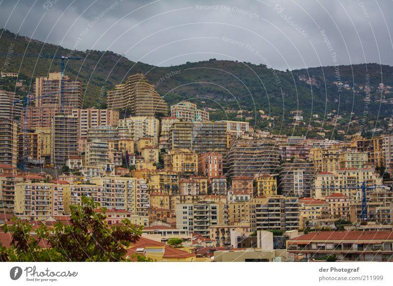 Betonwand Stadt Wolken Gebäude Architektur Hochhaus Reisefotografie Skyline eng Stadtzentrum Hauptstadt schlechtes Wetter Hafenstadt Monaco Monte Carlo