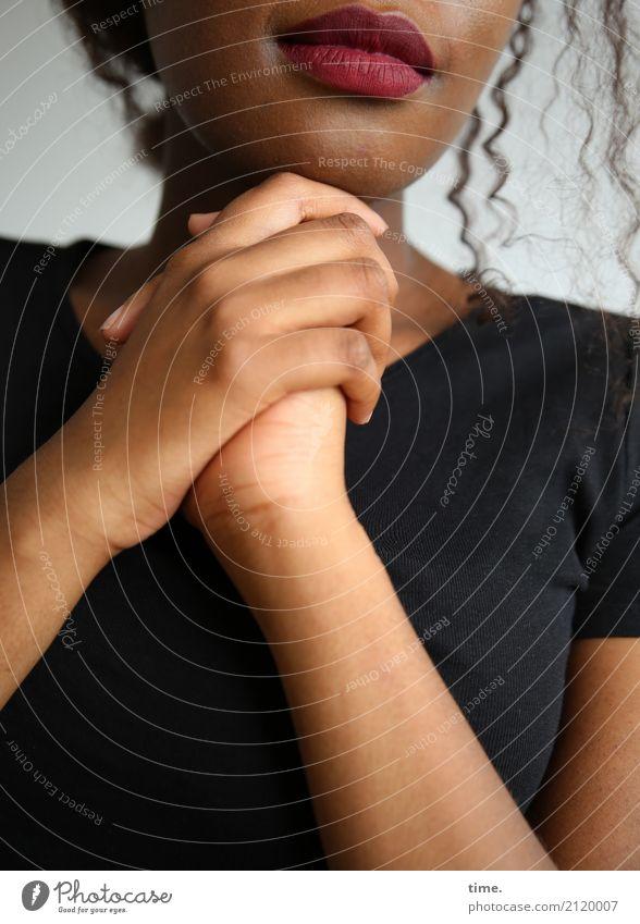 . Frau Mensch schön Hand Erotik Erwachsene Leben Wärme feminin Zeit Haare & Frisuren warten Mund Romantik berühren Schutz
