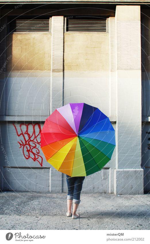 City of Contrasts. Frau Jugendliche Graffiti Fassade Lifestyle Perspektive modern ästhetisch Jeanshose rund Spaziergang Schutz Regenschirm mehrfarbig Bürgersteig