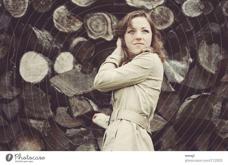 Mrs. Holmes Mensch Jugendliche schön Herbst feminin braun Mode Erwachsene Wind Coolness Model Jacke Mantel langhaarig