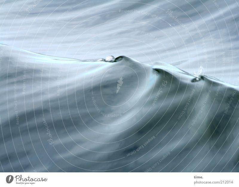 Lebenslinien #17 schön Meer blau grau Tanzen Wellen Kunst nass Wasser Vergänglichkeit zart feucht sanft Oberfläche Steigung Kultur
