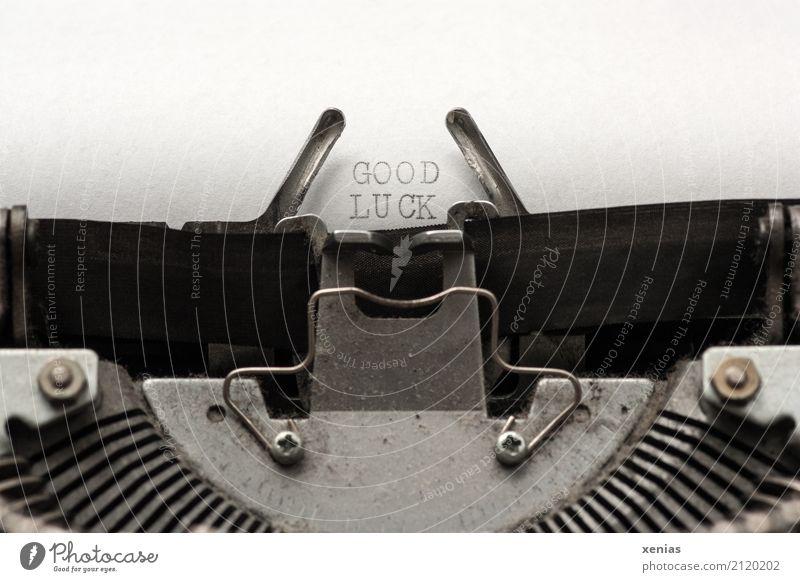 GOOD LUCK Büro Erfolg Hardware Schreibmaschine Brief Papier Metall Schriftzeichen lesen schreiben alt grau schwarz silber weiß Glück Lebensfreude Hoffnung