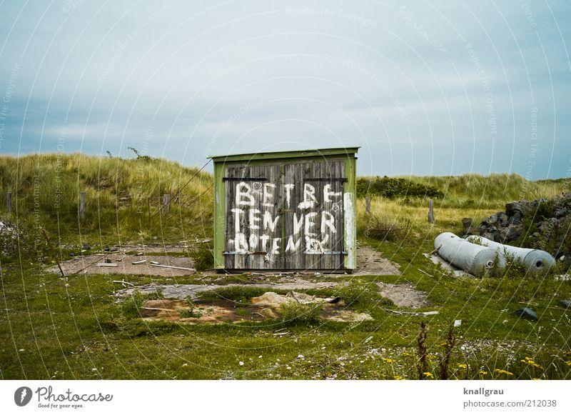 Man darf auch gar nichts mehr... Landschaft Garage Düne Himmel Nordseeküste verfallen Verbote Hinweis Natur Wolken Farbfoto Gedeckte Farben Außenaufnahme
