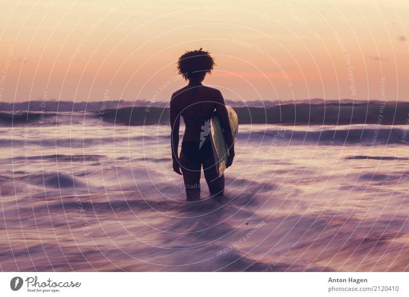 Meer der Ruhe Lifestyle Ferien & Urlaub & Reisen Sommer Sommerurlaub Strand Wellen Wassersport Horizont beobachten gehen sportlich Surfen Surfer Surfbrett Bali