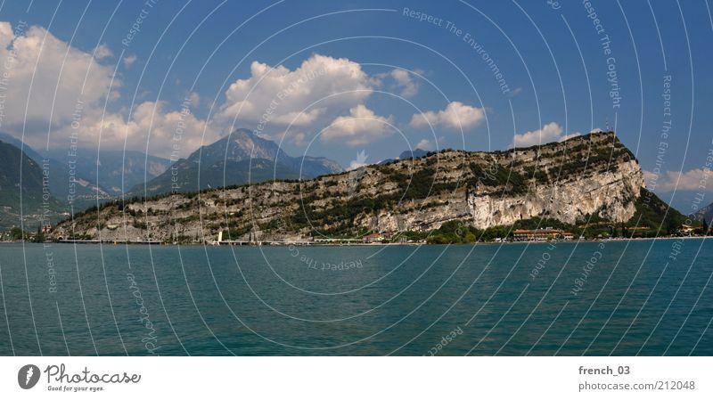 Monte Brione Ferien & Urlaub & Reisen Sommer Berge u. Gebirge Natur Wasser Wolken Schönes Wetter Küste Seeufer Gardasee Italien blau Felsen Alpen Norditalien