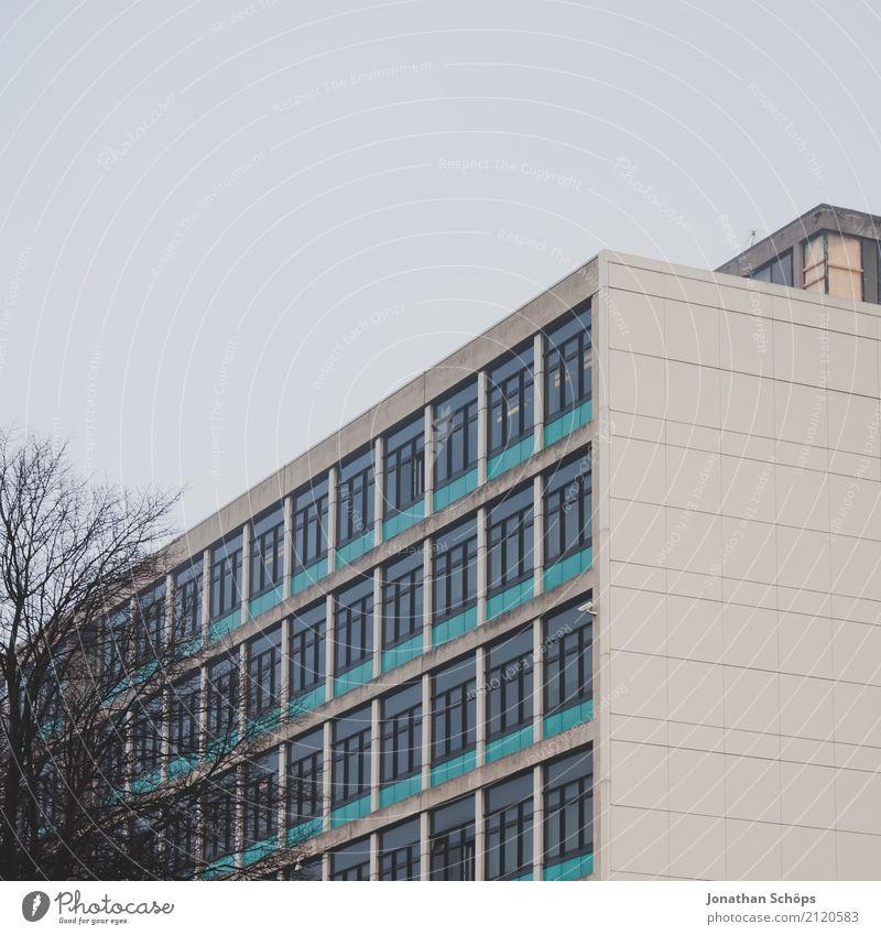 Glasgow im Nebel II Stadt Haus Winter Fenster Architektur Wand kalt Mauer Fassade Hochhaus ästhetisch trist Studium Schulgebäude Neigung Bauwerk