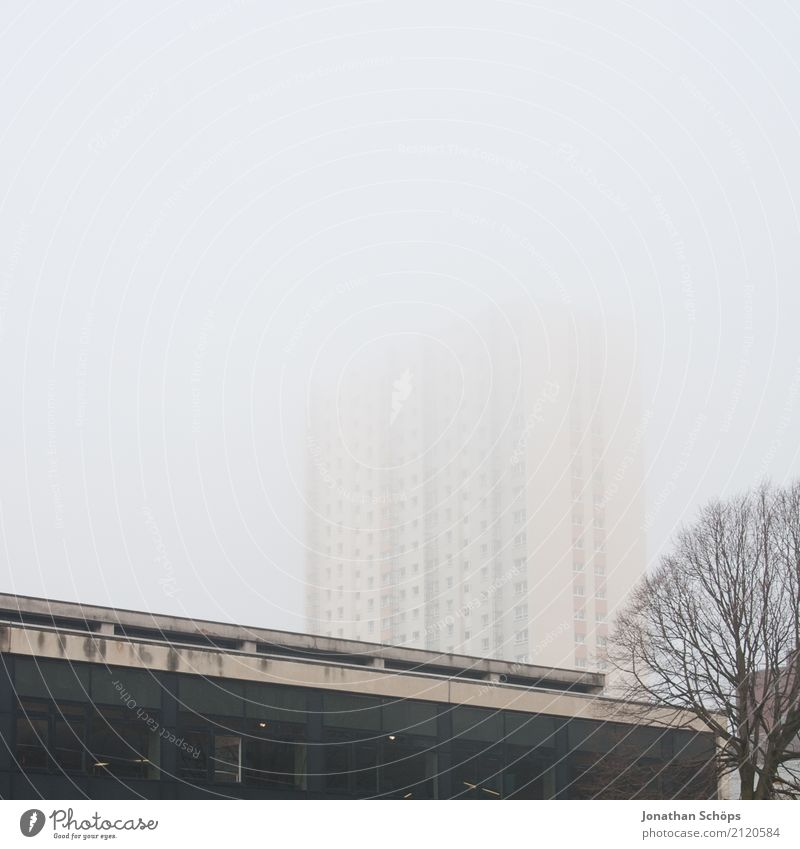 Glasgow im Nebel III Stadt Haus Winter Fenster Architektur kalt Fassade Hochhaus ästhetisch trist Bauwerk Skyline Stadtzentrum Dunst Schottland