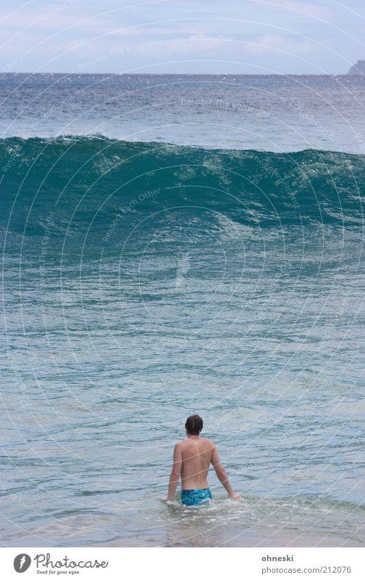 Mist! Mensch maskulin 1 Urelemente Wasser Wellen Meer Brandung groß hoch Freude Vorfreude Angst gefährlich Nervosität Farbfoto Außenaufnahme Textfreiraum oben