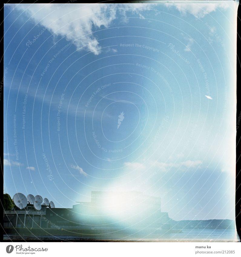 über_all Himmel Einsamkeit Wolken Umwelt Zeit modern Kommunizieren Zukunft Telekommunikation bedrohlich Wandel & Veränderung Kontakt Verfall Handel Kontrolle