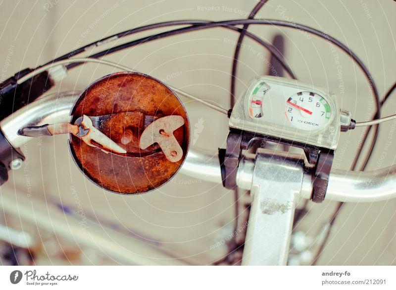 ...zu schnell gefahren Verkehr Verkehrsmittel Fahrradfahren Straße Fahrradklingel Tachometer Gangschaltung Metall Stahl Rost braun Lenker Fahrradlenker Bremse