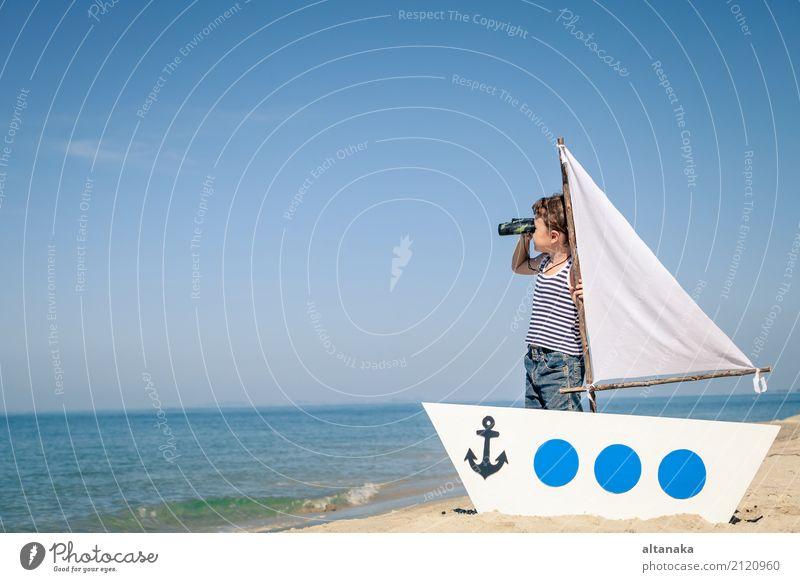 kleiner Junge am Strand stehen Lifestyle Freude Glück Erholung Freizeit & Hobby Spielen Ferien & Urlaub & Reisen Ausflug Abenteuer Freiheit Kreuzfahrt Sommer