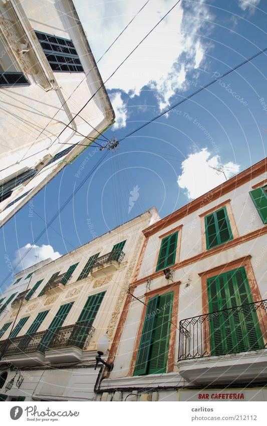 BAR CAFETERIA schön alt Himmel weiß grün blau Sommer Haus Wolken Ferne Wand Fenster Mauer braun hoch