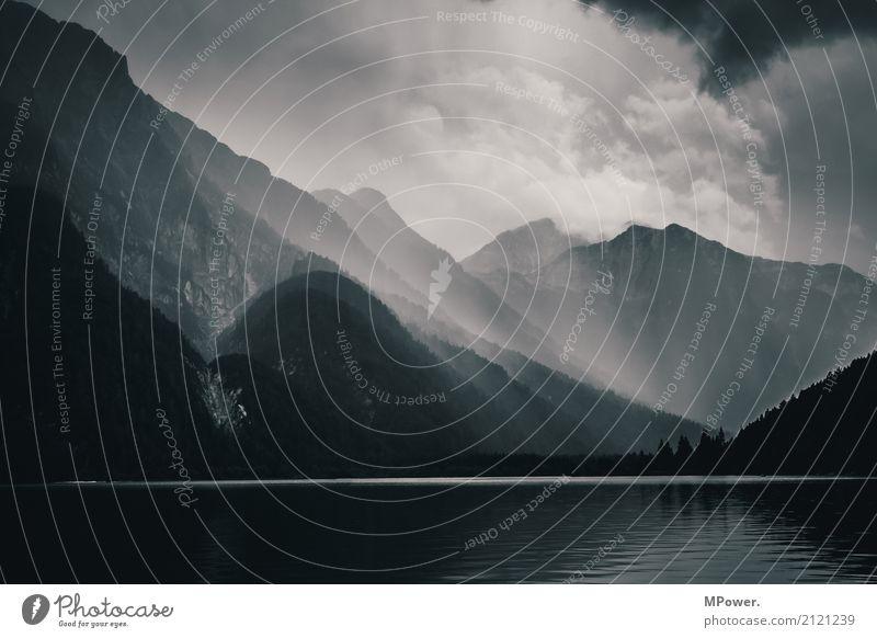 raibler see Umwelt Landschaft schlechtes Wetter Unwetter Wald Alpen Berge u. Gebirge Gipfel See dunkel Stimmung Wolken Gebirgssee Italien Gewitter