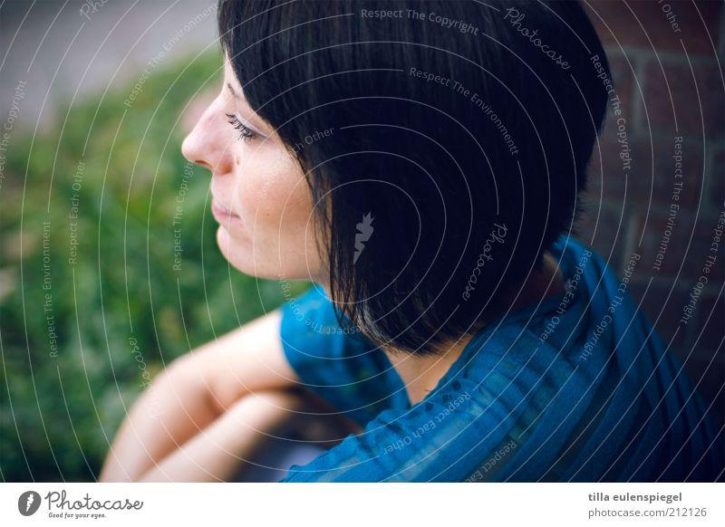 mal gucken, was diese woche so bringt. Frau Mensch Jugendliche schön grün blau Gesicht ruhig Einsamkeit Erholung feminin Wand Traurigkeit Denken
