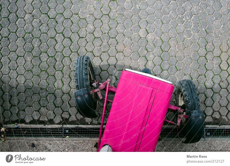 Bauer sucht ... Arbeit & Erwerbstätigkeit Beruf Motor Güterverkehr & Logistik Straße rosa Traktor Stil markant außergewöhnlich klein Karosserie Reifen Beton