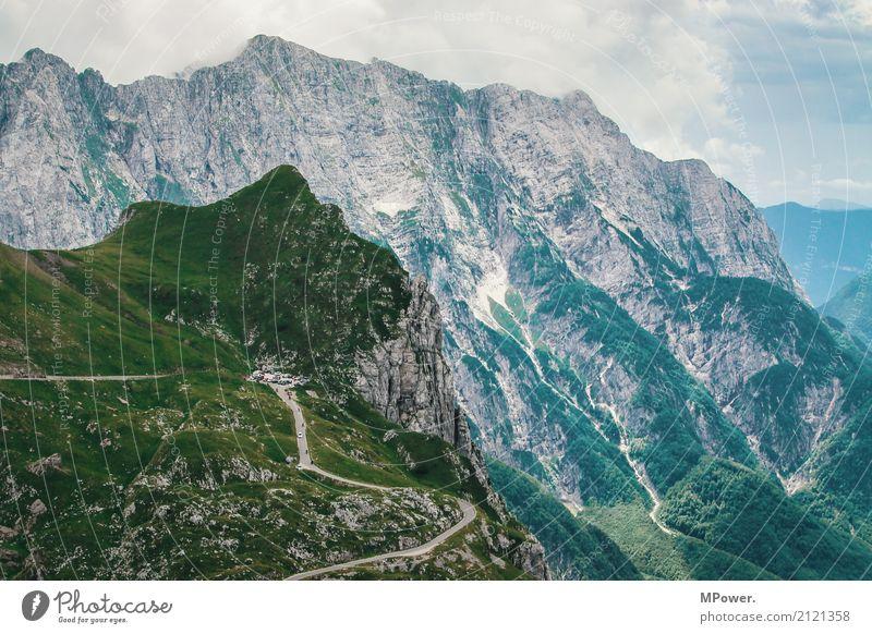 ...höchste straße sloweniens... Umwelt Wolken Schönes Wetter Felsen Alpen Berge u. Gebirge Gipfel Höhenangst Slowenien Straße Pass Felswand hoch Aussicht