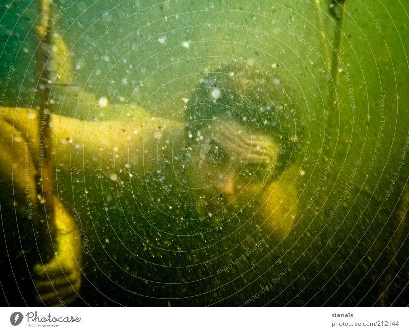 kappafrood tauchen Mensch maskulin Junger Mann Jugendliche Erwachsene Umwelt Natur Wasser Sommer Klimawandel Teich See Baggersee dreckig dunkel gruselig grün