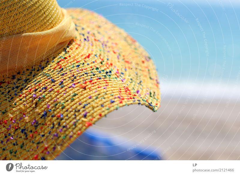 gelber Hut und blaues Meer Mensch Ferien & Urlaub & Reisen Sonne Erholung ruhig Freude Ferne Strand Lifestyle Gefühle Stil Freiheit Tourismus Zufriedenheit