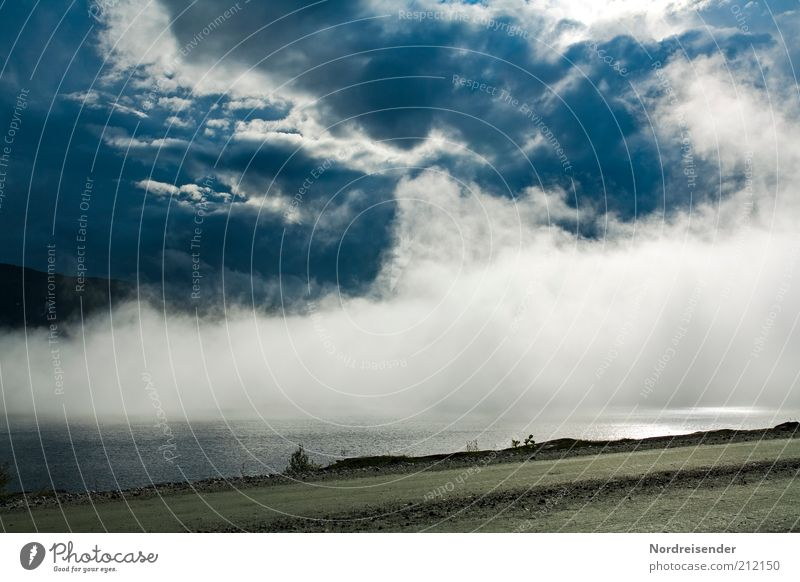Wolkenstraße Natur Wasser Himmel Ferien & Urlaub & Reisen Einsamkeit Straße Berge u. Gebirge Freiheit Wege & Pfade See Landschaft Luft Stimmung Nebel Ausflug