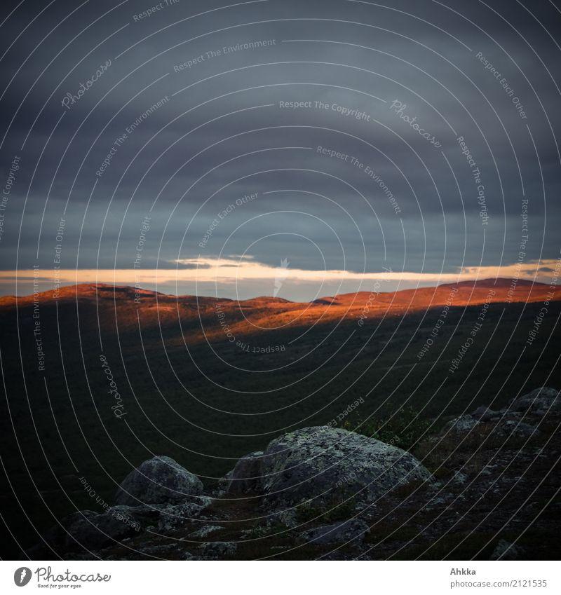 Letztes Licht (2) Landschaft Berge u. Gebirge Gipfel leuchten bedrohlich dunkel fantastisch glänzend orange schwarz Stimmung Traurigkeit Sorge Trauer