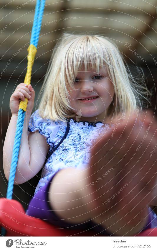 Das macht Spaß! Mensch Kind Natur Mädchen Freude Gesicht Leben Spielen Haare & Frisuren Freiheit lachen Beine Fuß Kopf Freizeit & Hobby Lifestyle