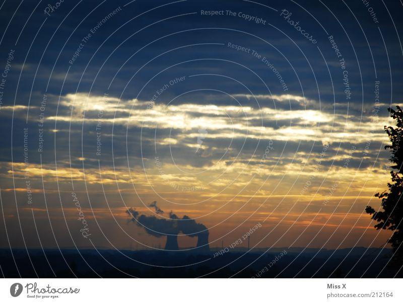 Morgenidyll - es raucht und raucht und raucht Himmel dunkel Luft Energie Industrie Energiewirtschaft Elektrizität Fabrik bedrohlich Klima Rauchen Symbole & Metaphern Schornstein Industrieanlage Umweltverschmutzung Klimawandel