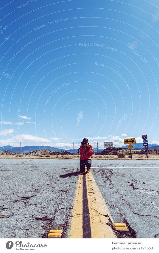 Roadtrip West Coast USA (266) feminin Junge Frau Jugendliche Erwachsene 1 Mensch 18-30 Jahre 30-45 Jahre Abenteuer Verkehr Verkehrswege Straße Grenze Streifen